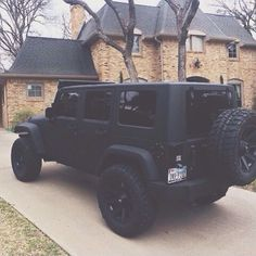 Not sure if this is house goals or jeep goals. Not sure if this is house goals or jeep goals. Dream Cars, My Dream Car, Jeep Carros, Hors Route, Porsche, Jeep Sahara, Car Goals, Jeep Truck, Jeep Jeep