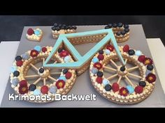 Fahrrad Keks Torte / Bicycle Cake / Bike Cookie Ca Bicycle Cake, Bike Cakes, Cake Recipes From Scratch, Easy Cookie Recipes, Cake Decorating Techniques, Cake Decorating Tips, Low Fat Cake, Number Cakes, Classic Cake