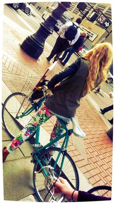 look at thos pants! and that bike!