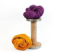 Dicke Papierschnur: 175m - einen Strang in Lila-Violett oder Orange. Durchmesser der Papierschnur: ca. 1,2mm Für Weber: Nm 0,8 Offenbreite: 2cm - wunderschöner Effekt, da die Papierschnur einen weißen Kern hat und die geöffnete Papierschnur batik-artig gefärbt ist. (Sonderangebot bis 19.10.15 11,90€ statt 14,00€) -  von paperphine bei DaWanda