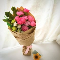 Ready to go! Pink roses bouquet with a sunflower fridge magnet for a gorgeous mom.