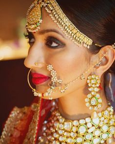 Stunning bride in Kundan jewellery. Big Indian Wedding, Indian Wedding Jewelry, Desi Wedding, Wedding Wear, Indian Jewelry, Indian Weddings, Wedding Sarees, Wedding Rings, Bridal Necklace