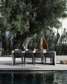 • Did you know? • A lot of the Muubs dining chairs are suitable for both indoor and outdoor use. Therefore, use e.g. the chairs as garden chairs. Find your favourite design via the link in bio. #muubs