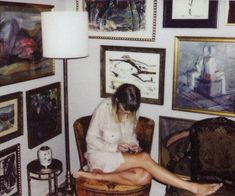 Pinterest: kgtopel Taylor swift, reputation, vintage, chair, picture frames, art, lamp, 70's, photography, casual, comfortable