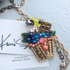 Автор @kaunista_jewelry 〰〰〰〰〰〰〰〰〰〰〰〰〰〰 По всем вопросам обращайтесь к авторам изделий!!! #ручнаяработа #брошьизбисера #брошьручнойработы #вышивкабисером #мастер #бисер #handmade_prostor #handmadejewelry #brooch #beads #crystal #embroidery #swarovskicrystals #swarovski #купитьброшь #украшенияручнойработы #handmade #handemroidery #брошь #кольеручнойработы #кольеизбисера #браслеты #браслетручнойработы #сутажныеукрашения #сутаж #шибори #полимернаяглина #украшенияизполимернойглины
