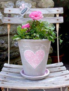 my pink garden Painted Clay Pots, Painted Flower Pots, Pink Garden, Dream Garden, Garden Chairs, Garden Pots, Vasos Vintage, Christmas Sheet Music, Terracotta Pots