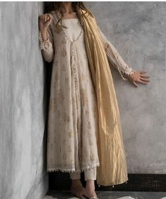 Ravishing off-white cotton net Pakistani stitched dress by Nida Azwer traditional wear 2018 - Online Shopping in Pakistan Pakistani Outfits, Indian Outfits, Pakistani White Dress, Pakistani Bridal, Emo Outfits, Indian Attire, Indian Wear, Trajes Pakistani, Desi Wear