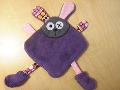 Doudou lapin carré plat - violet rose