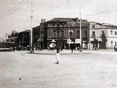 Glorieta de Cuatro Caminos, 1912. La foto está tomada en Abril de 1912, poco antes de que se instale en el centro de la plaza la fuente que hasta entonces estaba en la Puerta del Sol, tal y como se puede ver en la próxima fotografía.