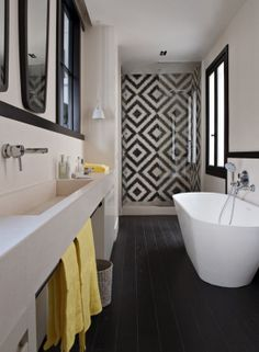 Tile Accent Wall in Shower. With concrete looking tiles instead of wooden floor. Rest of bathroom painted very light (white) / salle de bains Bathroom Renos, Laundry In Bathroom, Bathroom Layout, Bathroom Interior, Bathroom Ideas, Modern Bathroom, Master Bathroom, Narrow Bathroom, Bathroom Designs