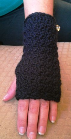 Cute Crochet Chat: New Crochet Hand/Wrist Warmers Pattern, this is the pattern @Brandy Rea followed.
