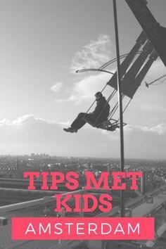 """Er zijn veel leuke dingen te doen in Amsterdam maar deze schommel de """"Over the Edge Swing"""" is wel heel bijzonder. Je schommelt op 100m boven Amsterdam en gaat over het randje van de toren. Ben je met kinderen in Amsterdam en willen ze ook schommelen dan moeten ze minimaal 130 cm zijn. Meer tips in ons blog!"""