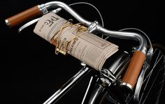 gorgeous bicycle with best invention ever--newspaper clippy Cool Bicycles, Vintage Bicycles, Cycling Art, Cycling Bikes, Best Inventions Ever, Retro Bicycle, Bicycle Bag, Bike Handlebars, Cool Bike Accessories