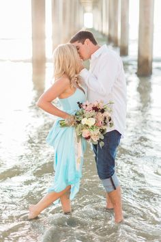 beach engagement session - photo by Devon Donnahoo Photography http://ruffledblog.com/la-jolla-beach-engagement-session