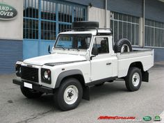 Special Land Rover Defender 110 TD5 High Capacity Pick Up - In vendita presso la ns. Sede For sale in our Workshop