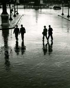 Place de la Concorde on a rainy day, Andre Kertesz. Andre Kertesz, Budapest, Street Photography, Art Photography, New York City, Photo D Art, Exhibition, Famous Photographers, Cultural