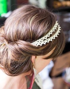 Lace hairpiece. Simple yet so, so elegant.