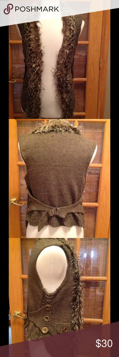 Sweater vest with fur collar Cute vest, worn once. Sweater vest with faux fur collar, bronze color buttons on side add a vintage touch. John Fashion Sweaters Cardigans