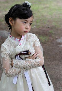 ~ Living a Beautiful Life ~ 한복 Hanbok : Korean traditional clothes[dress] Korean Traditional Dress, Traditional Fashion, Traditional Wedding, Traditional Dresses, Korean Dress, Korean Outfits, Modern Hanbok, Korean Wedding, Asian Kids