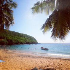 Il existe en Martinique deux petites plages coupées du monde, l'une de sable noire, l'autre de sable blond…Cliquer sur l'image pour en savoir plus.