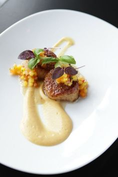 The Savoy (Chicago) - Seared scallops with grilled peach puree and mango-apricot chutney.