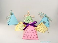 Cutie piramida cu care veti uimi persoana care o va primi Diy Tutorial, Diy Projects, Christmas Ornaments, Holiday Decor, Box, Cute, Home Decor, Snare Drum, Decoration Home