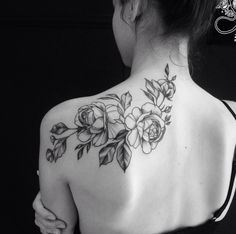 Amazing And Attractive Floral Tattoo Designs You Must Love; Back Floral Tattoo; Back Of Neck Tattoos For Women, Neck Tattoos Women, Shoulder Tattoos For Women, Back Tattoo Women Upper, Cute Tattoos, Beautiful Tattoos, Body Art Tattoos, Small Tattoos, Tattoo Designs