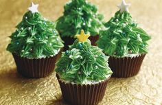 Christmas Cupcake Ideas: Christmas Tree Cupcake topped with gold and silver stars.