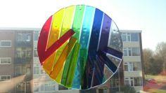 Kleuren van de regenboog. Glasfusing