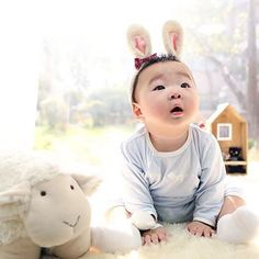 Song Il Gook Sends Lunar New Year Greeting with Adorable Pictures of Triplets: Daehan Superman Baby, Lunar New Year Greetings, Cute Kids, Cute Babies, Song Il Gook, Man Se, Song Daehan, Song Triplets, Baby Bump Photos