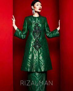 Rizalman Raya Couture 2017 - sumber foto: FB Rizal Hakimm Ladies Dresses, Modest Dresses, Raya 2017, Kebaya Dress, Traditional Clothes, Dress Ideas, Muslim, Diana, Dress Outfits