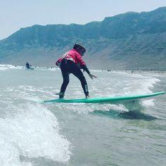 Pasiones por el surf con los más pequeños de la    http://ift.tt/SaUF9M #surfcamp #lanzarote #lanzarotesurfcamp #surflanzarote #lanzarotesurf #famara #famarabeach #playadefamara #surfexperience #surfkids #surfschool #escueladesurf #procenter #surfenfamara
