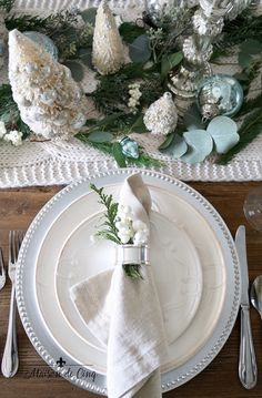 Soft and Wintery Christmas Table with Touches of French Blue - Table Settings Christmas Table Settings, Christmas Tablescapes, Holiday Tables, Blue Christmas, Little Christmas, Christmas Trees, Christmas Manger, Christmas Room, Nordic Christmas