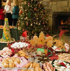 """How to host a Cookie Exchange"" - aka Cookie Swap!o This site has lots of good ideas of 'how to have a cookie swap party' Christmas Goodies, Christmas Treats, Holiday Treats, All Things Christmas, Meery Christmas, Christmas Kitchen, Christmas Decorations, Cookie Exchange Rules, Christmas Cookie Exchange"