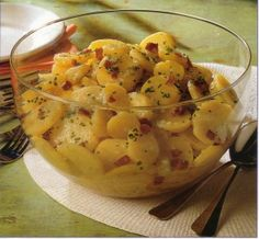 the Warm Potato Salad is a local specialty from the South, from Swabia. It is a delicious potato salad and tastes cold great as well. Try it for your BBQ. Potato Dishes, Potato Recipes, Chicken Recipes, Best German Food, Warm Potato Salads, German Potatoes, Oktoberfest Food, German Kitchen, Pinterest Recipes