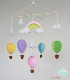 Pink rainbow hot air balloons hanging mobile - Balloons baby mobile- colorful balloons mobile - balloons and rainbow on Etsy, 56,00 €