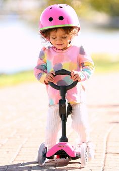 The award-winning ride-on toy and scooter that grows with children from age 1 to age The Mini Deluxe now features an anodized, adjustable T-bar. 2 Wheel Scooter, Kids Scooter, Micro Kickboard, Best Toddler Gifts, Micro Scooter, Parents Choice, 3rd Wheel, Ride On Toys, Child Safety