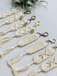 Macrame Knots, Micro Macrame, Macrame Art, Macrame Modern, Macrame Mirror, Macrame Curtain, Deco Floral, Macrame Design, Diy Keychain