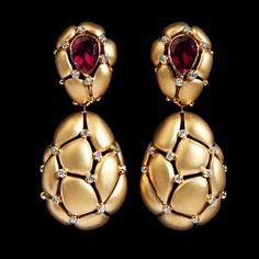 Yellow gold, Tourmaline rubellite, Diamonds Item no: High Jewelry, Stone Jewelry, Jewelry Art, Gold Jewelry, Jewelry Design, Women Jewelry, Fashion Jewelry, Jewellery Earrings, Custom Jewelry