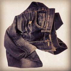 相信你們也會有一條記錄著你每一次獨特經歷的牛仔褲,那就加入我們,分享專屬你的好奇體驗。Hashtag #leehk 同 Follow @Lee Jeans Hong Kong