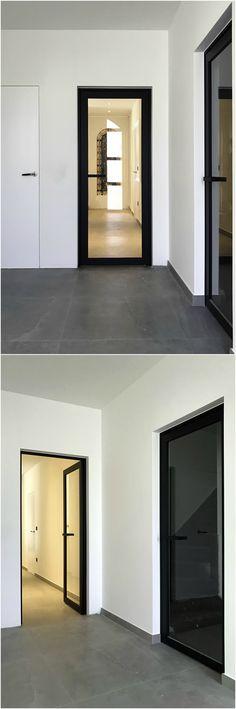 Steel look binnendeuren op maat, gemaakt van zwart geanodiseerd aluminium.