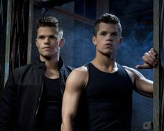 Charlie Carver and Max Carver in Teen Wolf Max Carver, Max And Charlie Carver, Carver Twins, Teen Wolf Cast, Ethan Teen Wolf, Teen Wolf Twins, Teen Wolf Mtv, Jackson Teen Wolf, Cody Christian