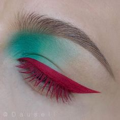 Cool teal/red eye look. These colors look so cool together