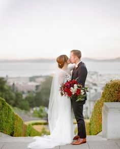 San Francisco is for lovers. Love this intimate wedding at the #swedenborgianchurch. (Darkest venue e.v.e.r.). Here looks over our beautiful bay and below not pictured are all the people killing themselves on the Lyon Street steps.  Thanks team! : @petals_of_love  @l_k_brooks  @jennalamevents  and @mcanoles . . . . #portra800 #sanfranciscowedding #bayareaweddingphotogtapher #napaweddingphotographer #gof4l #photoimpactimaging #contax645 #fineartweddings #sanfranciscoisforlovers…