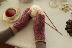 Ravelry: Sparrow Mitts pattern by NellKnits