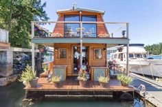 This Gorgeous Tiny House Is Unlike Any We've Ever Seen Beforecountryliving Talk about rocking the (house)boat. Floating House, Floating In Water, Houseboat Living, Houseboat Ideas, Houseboat Decor, Pond Water Features, Seattle, San Juan Islands, Tiny House Movement