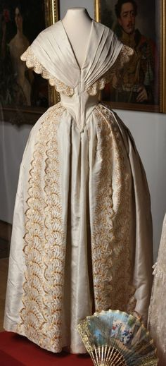 Victorian gown Victorian Era Dresses, Victorian Gown, Victorian Costume, Vintage Dresses, Vintage Outfits, 1800s Fashion, 19th Century Fashion, Victorian Fashion, Vintage Fashion