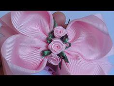 Tutorial 🎀 LAÇO JUJUBA 🎀 passo a passo dessa lindeza Ale'artes A.G - YouTube Ribbon Hair Bows, Diy Hair Bows, Crochet Flower Tutorial, Crochet Flowers, Organza Flowers, Fabric Flowers, Pink Fascinator, Bow Tutorial, Boutique Hair Bows