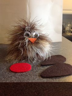 Daisy Scout Journey: Red robin craft for 3 Cheers for Animals----pine cone with brown feather boa woven through it. Add google eyes, stiff felt wings, beak and red belly. Can't wait for our girls to make these! So cute!