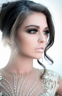 How to do nude makeup more attractive and stunning  #CuteMakeupIdeas, #MakeUp, #MakeUpIdeas, #MakeupTips, #MakeupTipsAndTricks, #MakeupTipsForNudeMakeup, #NudeEyeMakeup, #NudeMakeup